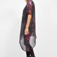 """O que devo vestir? Gostaria de um vestido """"Galaxy"""" para impressionar na discoteca"""
