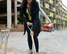 Miss Universo 2012 na Cerimônia do Projeto Linq